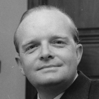 Truman-Capote-9237547-1-402